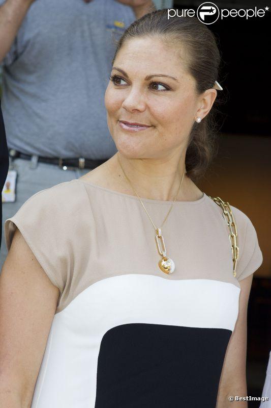 La princesse Victoria de Suède, très élégante, assiste à une commemoration pour le centenaire de la naissance de Raoul Wallenberg à Sigtuna le 4 août 2012