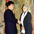 En 2000, Chavela Vargas avait été décorée à Madrid par José Maria Aznar, reçue dans l'ordre d'Isabel la Catolica, en présence de son grand ami Pedro Almodovar. La chanteuse mexicaine est décédée le 5 août 2012 à 93 ans.
