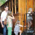 Embarquement immédiat à bord du train historique pour Soller ! Letizia et Felipe d'Espagne sont arrivés début août 2012 à Majorque avec leurs filles les princesses Leonor (6 ans) et Sofia (5 ans) pour leurs vacances d'été annuelles. Le 6 août, on a notamment vu la petite famille se promener à Palma, poser pour les photographes et assister au coucher de soleil sur la mer.