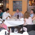 Rafael Nadal était, avec sa compagne Xisca Perello, l'invité du roi Juan Carlos Ier d'Espagne le 10 août 2012 au restaurant Flanigan, à Majorque.