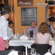 Rafael Nadal, avec sa compagne Xisca Perello, était l'invité du roi Juan Carlos Ier d'Espagne le 10 août 2012 au restaurant Flanigan, à Majorque.