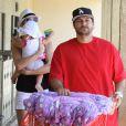 Kevin Federline et sa fiancée Victoria Prince font des courses à Los Angeles, le samedi 11 août, avec leur petite fille Jordan, un an.