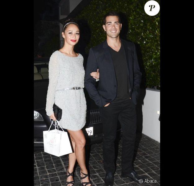 Le comédien Jesse Metcalfe et sa fiancée Cara Santana à Los Angeles, le 16 août 2012