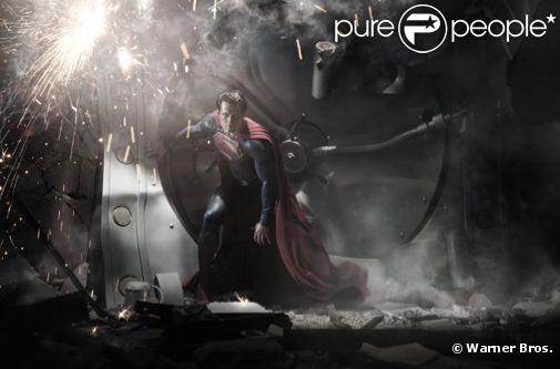 Henry Cavill dans le costume de Superman pour Man of Steel