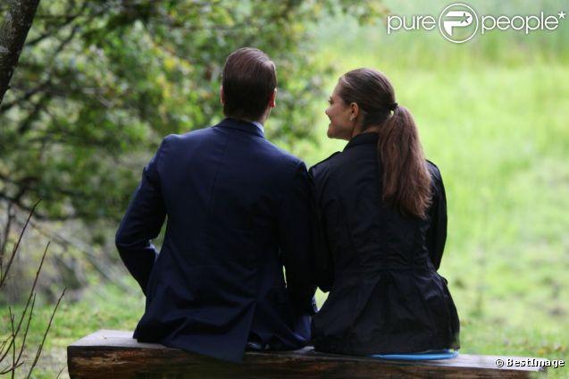 Princesse victoria et daniel en toute tendresse sur le 39 sentier de l 39 amour 39 purepeople - Faire l amour sur un banc ...