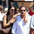 Eric Besson et son épouse Yasmine se promènent à Saint-Tropez, le 17 août 2012.