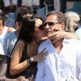Eric Besson et son épouse Yasmine à Saint-Tropez, le 17 août 2012.