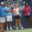 Kim Clijsters, Serena Williams, Roger Federer et Andy Roddick lors du 17e Arthur Ashe Kids' Day au USTA Billie Jean King National Tennis Center in Flushing Meadows à New York le 26 août 2012
