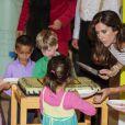 La princesse Mary de Danemark à la maternelle Svanen le 28 août 2012 pour promouvoir le programme LaeseLeg de sa Fondation.