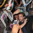Robert Pattinson en plein dans la foule à Los Angeles le 22 août 2012