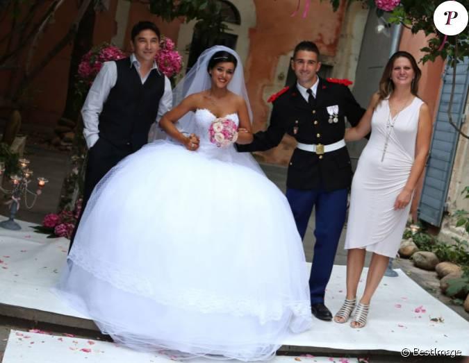 Atef et sa compagne posent avec les mari s lors du mariage de sonia lacen et julien lamour le 25 - Sonia mabrouk son mari ...