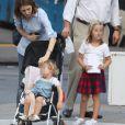 Sofia Copopla et ses adorables filles Romy, 2 ans, et Cosima, 5 ans et demi, à New York le 7 septembre 2012