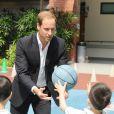 Le prince William s'est pris au jeu avec les enfants d'une école du quartier de Queenstown lors de son séjour à Singapour le 12 septembre 2012
