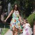 Alessandra Ambrosio dans les rues de Brentwood avec sa fille Anja le 16 septembre 2012
