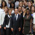 François Hollande et les basketteuses - Réception à l'Elysée des médaillés olympiques et paralympiques de Londres, le 17 septembre 2012.