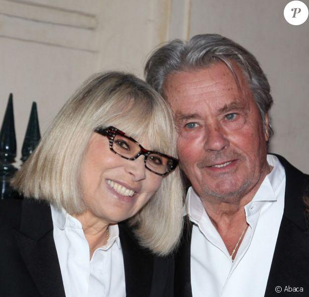 Mireille Darc et Alain Delon lors du gala de l'IFRAD au Cirque d'hiver à Paris le 18 septembre 2012