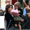 Nadia d'Alincourt, alias Mme Copé, et Faustine, 2 ans et demi, n'ont pas manqué d'observer fièrement Jean-François Copé au piano le 22 septembre 2012 à Meaux lors des Muzik'Elles.