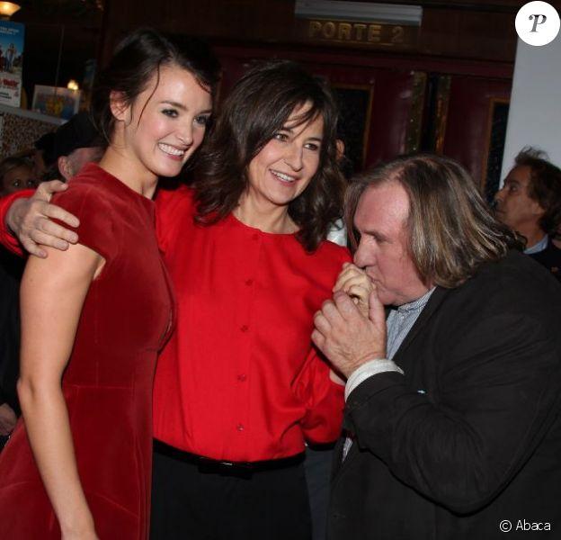 Charlotte Le Bon, Valérie Lemercier et Gérard Depardieu à l'avant-première du film Astérix et Obélix : Au service de sa Majesté, à Paris le 30 septembre 2012.