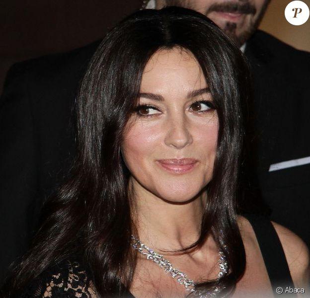 La ravissante Monica Bellucci célèbre la réouverture de la boutique Cartier après neuf mois de travaux. Milan, le 4 octobre 2012.