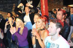 Peter Crouch et Abbey Clancey : Fans embarrassants d'un concert familial