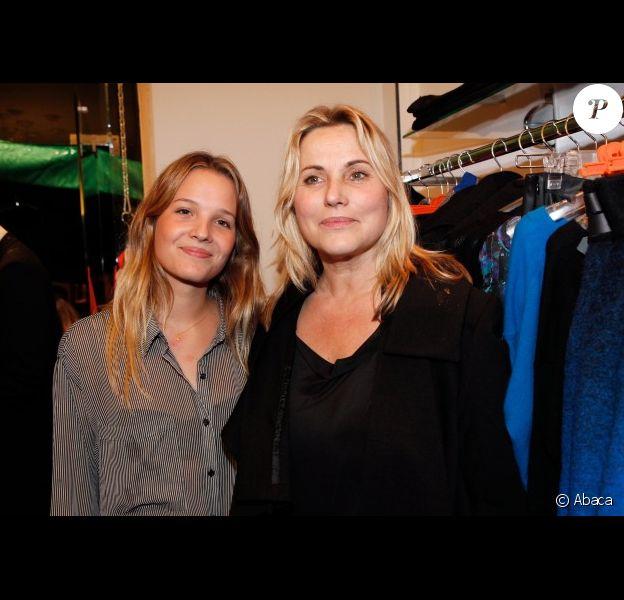 Sophie Favier et sa fille Carla-Marie lors de l'inauguration de la boutique Twiggy de Sophie Favier et Cathy à Neuilly-sur-Seine, le 11 octobre 2012