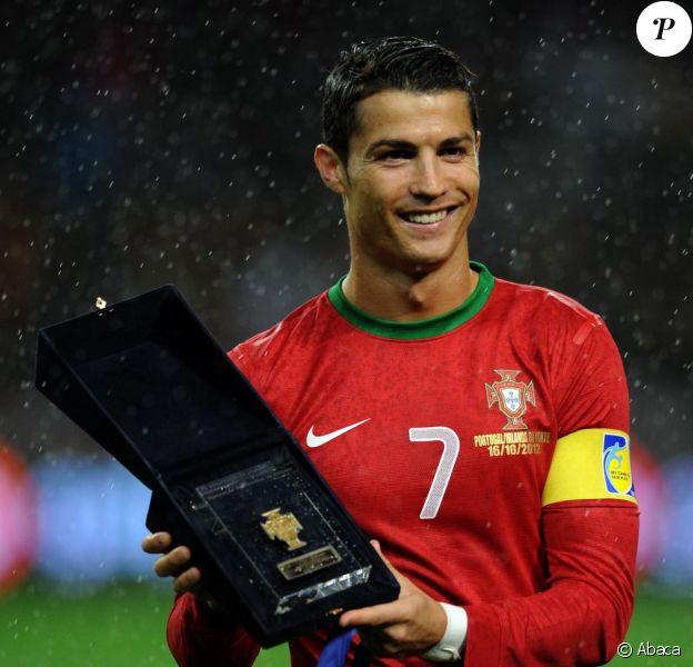 Cristiano Ronaldo célébrait sa centième sélection avec le Portugal lors du match face à l'Irlande du Nord le mardi 16 octobre 2012 à Porto (1-1) dans le cadre des qualifications à la coupe du monde 2014 au Brésil