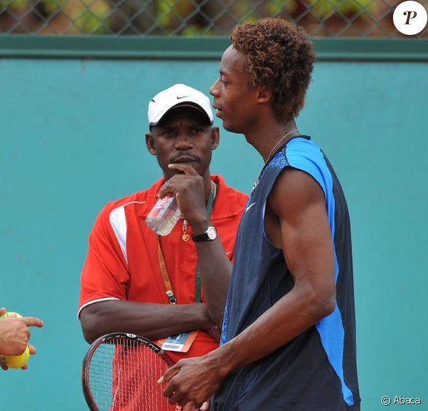 Gaël Monfils, son coach et son père Rufin lors d'un entraînement à Roland Garros le 6 juin 2008