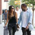 Kim Kardashian et Kanye West en pleine séance shopping dans le quartier de Soho à New York. Le 31 août 2012.