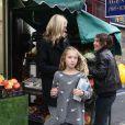 Kate Moss et sa fille Lila sont allées chercher des DVD au magasin de location à Londres le 23 octobre 2012