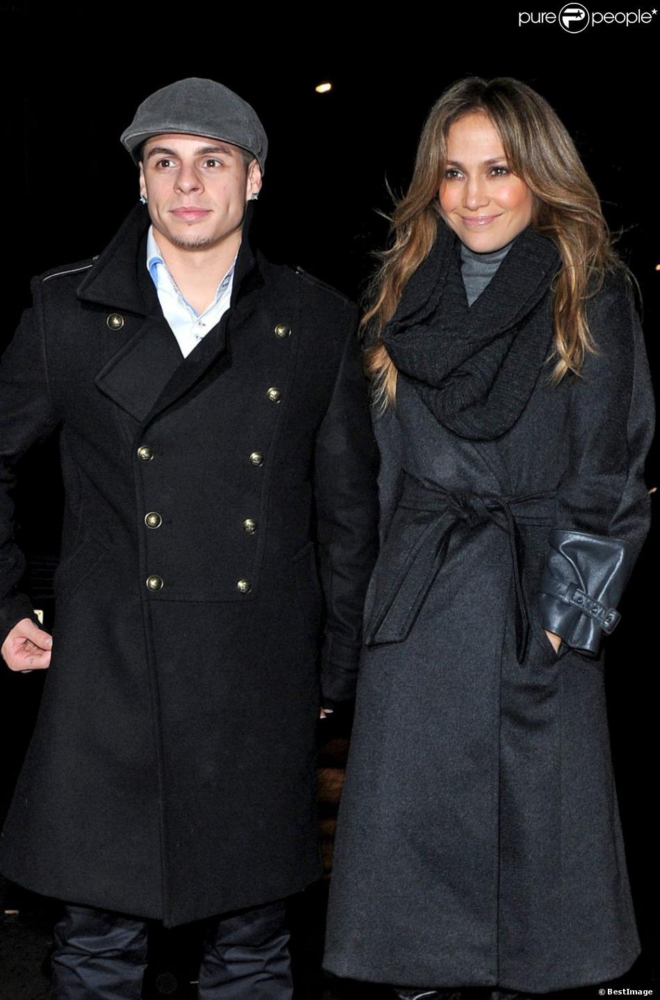 Jennifer Lopez et Casper Smart quittent un restaurant à Londres le 21 octobre 2012.
