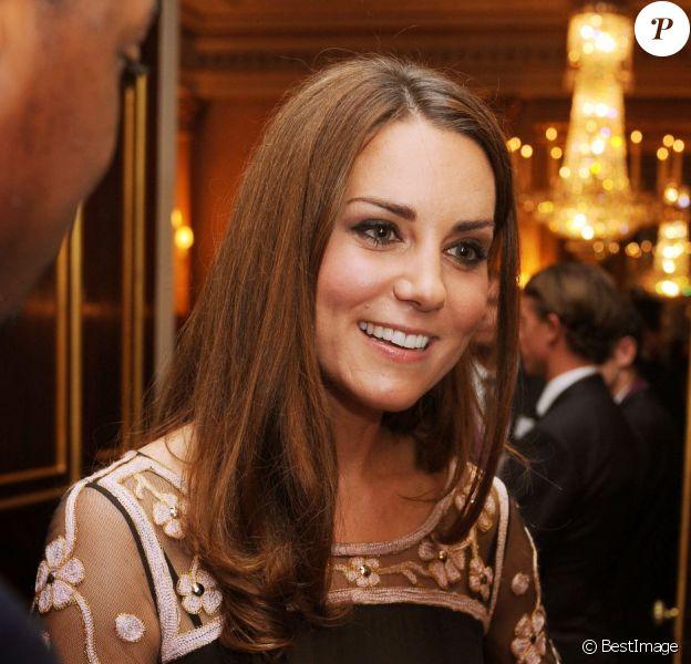 Kate Middleton rayonnante lors d'une réception donnée à Buckingham Palace le 23 octobre 2012 en l'honneur des médaillés olympiques et paralympiques des Jeux olympiques de Londres