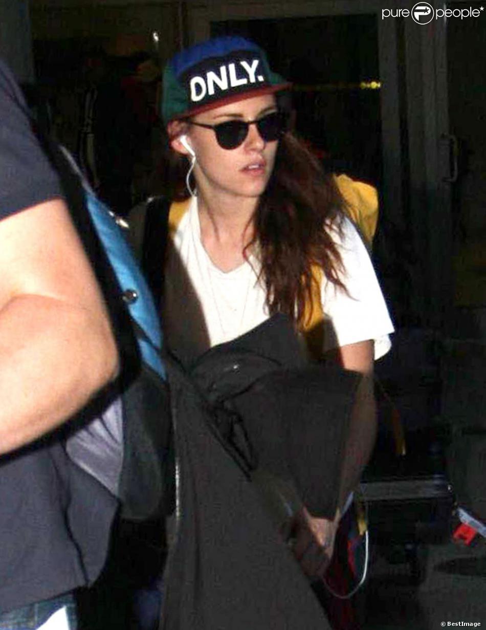 Kristen Stewart et Robert Pattinson sortent séparément de l'aéroport de Los Angeles le 25 octobre 2012. K-Stew venait du Japon et R-Patz d'Australie