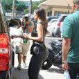 Kim Kardashian à Miami lors d'une sortie shopping le 24 octobre 2012