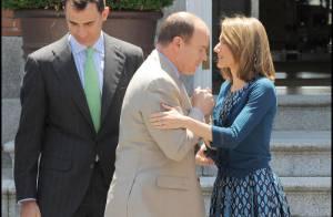 PHOTOS : Albert II de Monaco et la princesse Letizia : Retire tes mains !