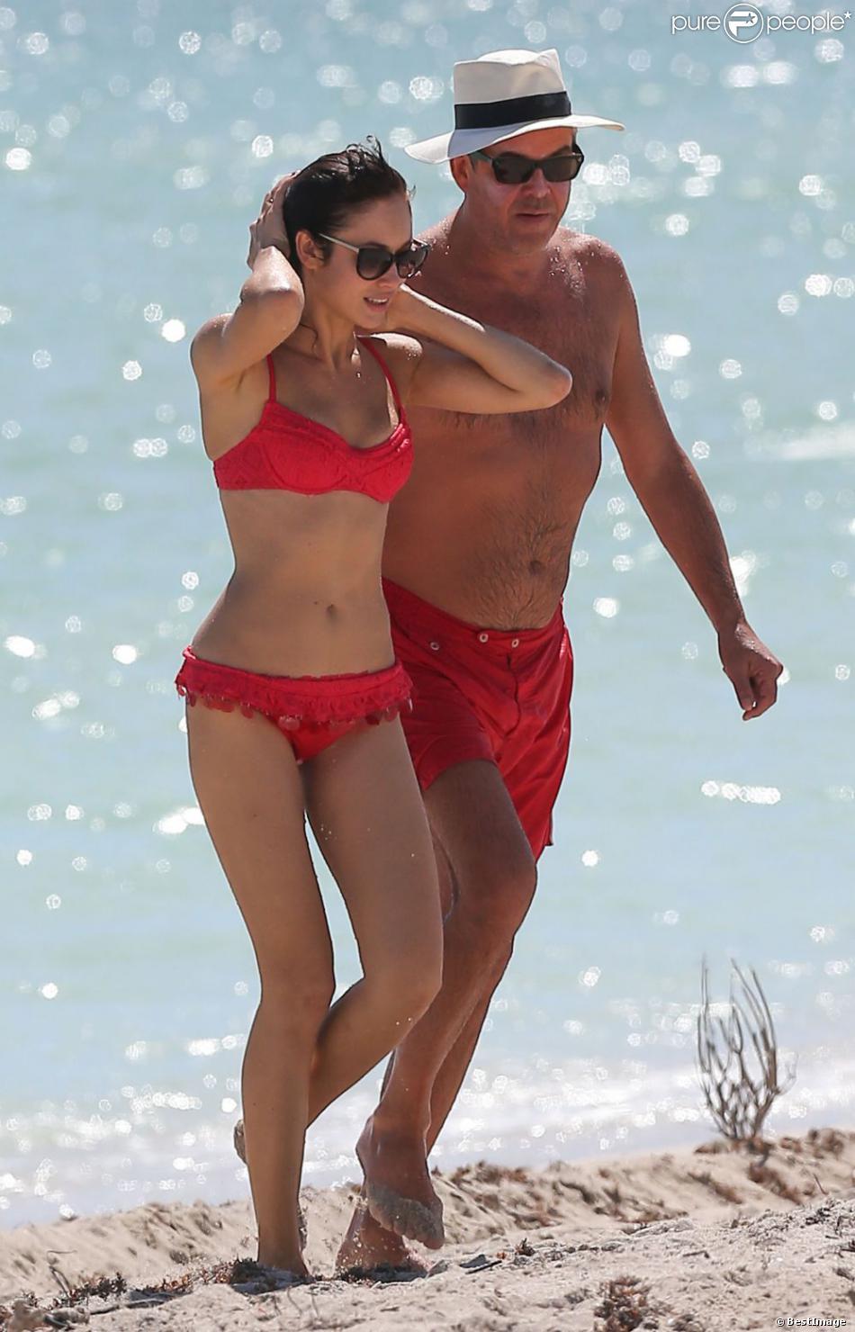 La très sexy Olga Kurylenko et son compagnon Danny Huston à Miami, le 16 octobre 2012.