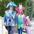 Alyson Hannigan en famille dans les rues de Brentwood pour Halloween, à Los Angeles, le 31 octobre 2012.
