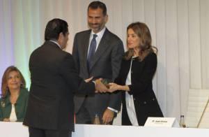 Princesse Letizia : Eblouissante en robe courte avec Felipe pour les Prix Seres