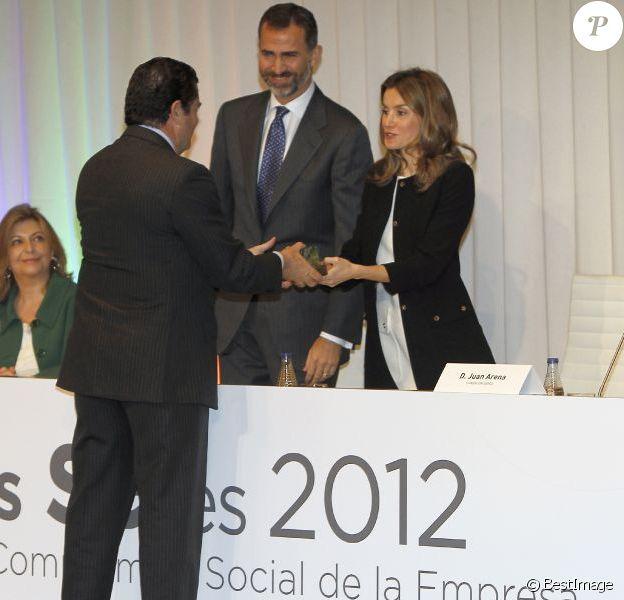 Letizia et Felipe d'Espagne présidaient le 31 octobre 2012 à l'auditorium Rafael del Pino de Madrid la cérémonie de remise des Prix Seres 2012 encourageant la responsabilité sociale des entreprises.