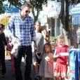 Ben Affleck et ses filles Violet et Seraphina font le marché ensemble à Pacific Palisades, le 4 novembre 2012.