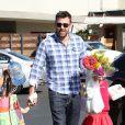 Ben Affleck emmène ses adorables filles Violet et Seraphina au marché fermier à Pacific Palisades, le 4 novembre 2012.