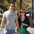 Rumer Willis et son homme Jayson Blair ont profité du soleil de Miami sur la plage et en amoureux avant que la belle ne donne un concert en plein air, le 8 novembre 2012