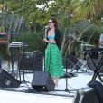 Rumer Willis et son petit ami Jayson Blair passent la journée en amoureux sur une plage de Miami, le 8 novembre 2012. Ils sont allés se baigner, puis Rumer a donné un concert sur la plage.