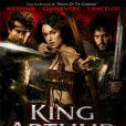 """Keira Knightley sur l'affiche du film  Le roi Arthur  où elle juge qu'on lui a fait  """"une poitrine très étrange et tombante """"."""
