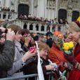 La princesse Mathilde, toujours chouchou du public... Le prince Philippe et la princesse Mathilde de Belgique sur le parvis de la cathédrale des Saints Michel et Gudule, à Bruxelles, le 15 novembre 2012 pour le Te Deum à l'occasion de la Fête du Roi.