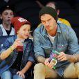 David Beckham et son fils Cruz assistent au match entre les Los Angeles Lakers et les Phoenix Suns au Staples Center. Los Angeles, le 16 novembre 2012.