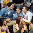 David Beckham et ses fils Cruz, Romeo et Brooklyn assistent au match entre les Los Angeles Lakers et les Phoenix Suns au Staples Center. Los Angeles, le 16 novembre 2012.