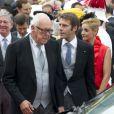 Le prince Emmanuel-Philibert de Savoie avec son père le prince Victor-Emmanuel, lors du mariage religieux du prince Albert et de la princesse Charlene de Monaco le 2 juillet 2011.