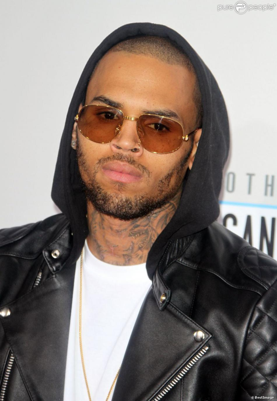 Chris Brown lors des American Music Awards au Nokia Theater à Los