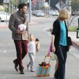 Ben Affleck emmène ses deux filles Violet et Seraphina en compagnie de sa mère chez le dentiste, le 27 novembre 2012 à Los Angeles