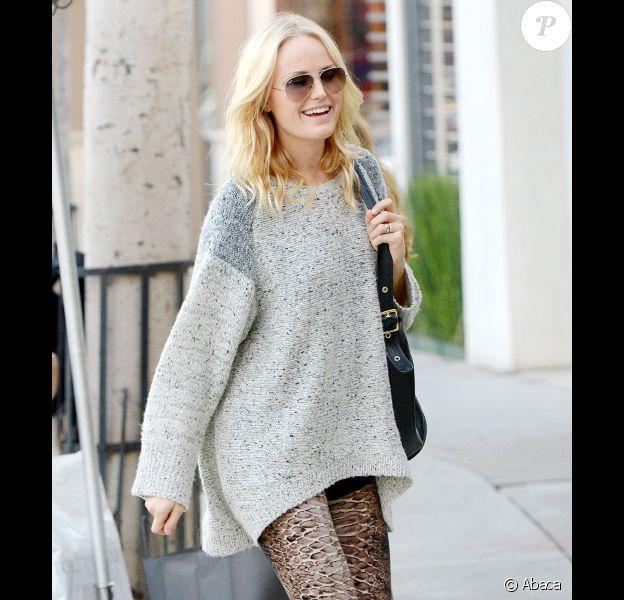Malin Akerman, enceinte et radieuse dans les rues de Los Angeles le 27 novembre 2012.